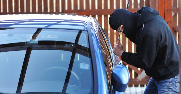 كشف ملابسات سرقة قطع مركبات داخل محل في الخليل