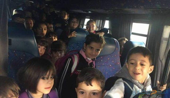 ضبط حافلة نقل طلاب بحمولة زائدة بلغت 18 طالبا