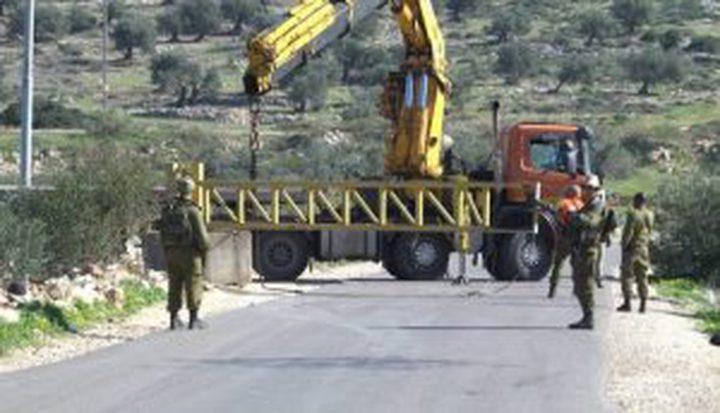 الاحتلال ينصب بوابة حديدية شمال غرب بيت لحم
