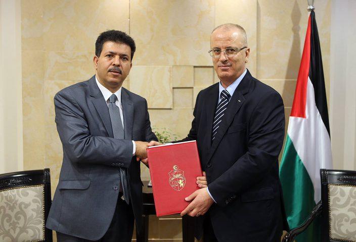 رئيس الوزراء يُطلع السفير التونسي على آخر المستجدات