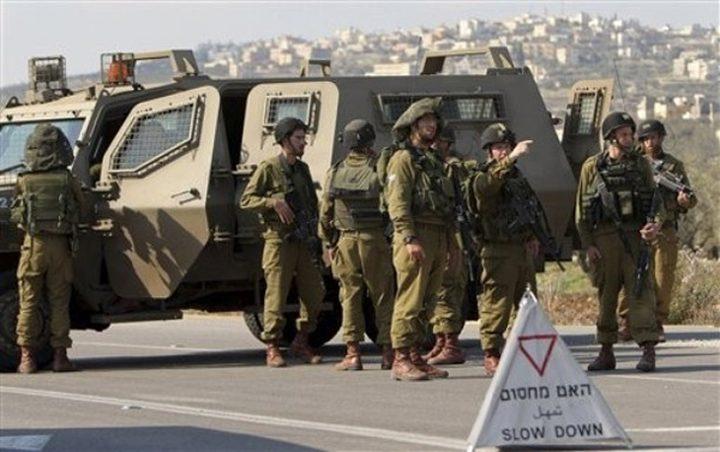 الاحتلال ينصب حاجزاً وينكل بالمواطنين
