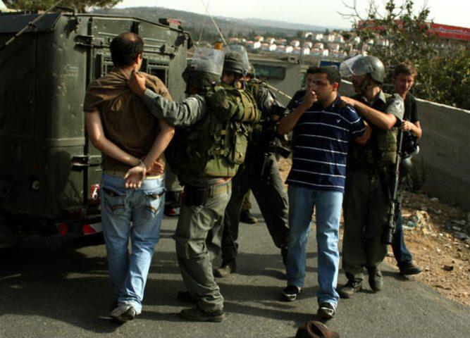 الاحتلال يعتقل أكثر من 30 مواطنا