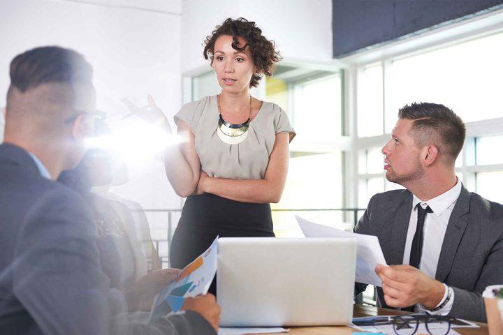كيف تتعامل مع مديرك في العمل؟