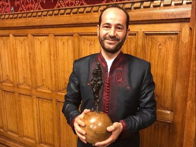 """مؤسس """"الكمنجاتي"""" يفوز بجائزة غاندي للسلام 2017"""