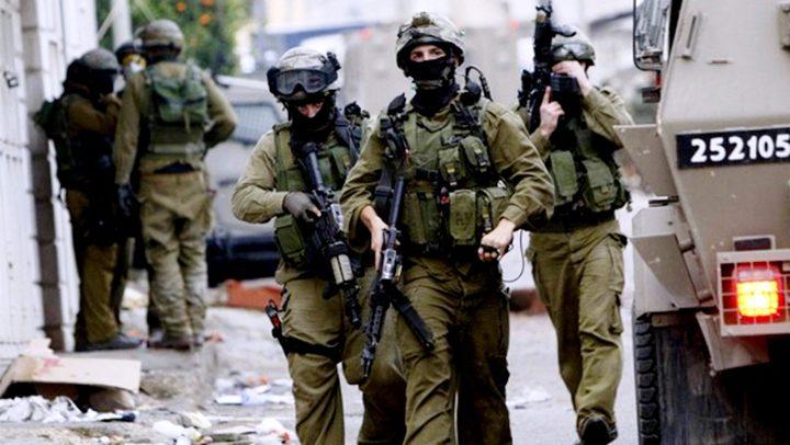 الاحتلال يقتحم منازل في عقبة السرايا بتعزيزات عسكرية