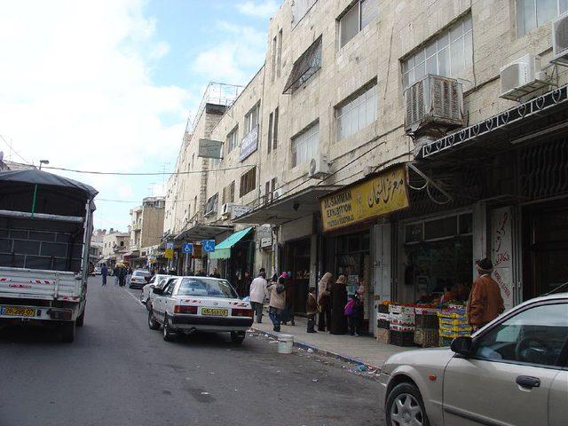 """الاحتلال يغلق شارعاً وسط القدس بحجة """"جسم مشبوه"""""""