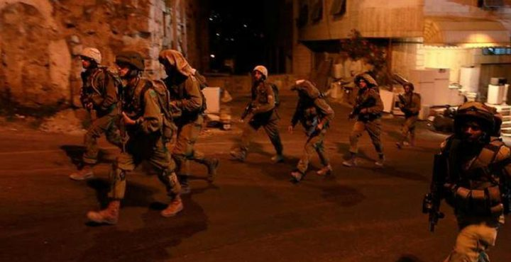 مواجهات مع الاحتلال بالخليل واقتحام موقع أثري