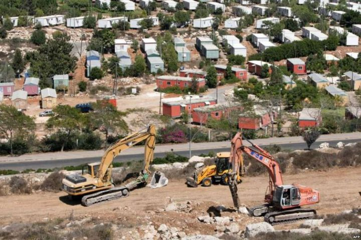 الطرق الإلتفافية للمستوطنين تهود الأرض الفلسطينيية (فيديو)