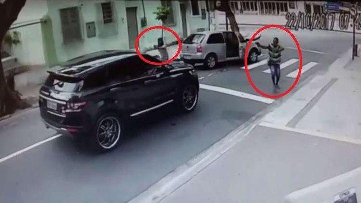 بالفيديو.. حارس مرمى البرازيل يتعرض لسطو مسلح في عز النهار