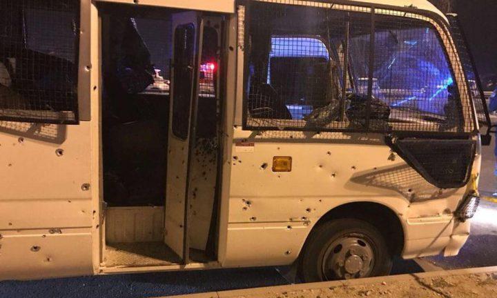 إصابات في هجوم على حافلة للشرطة بالبحرين