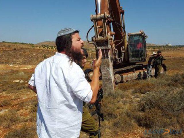 """مستوطنون يهاجمون المزارعين في منطقة""""اللتواني"""""""
