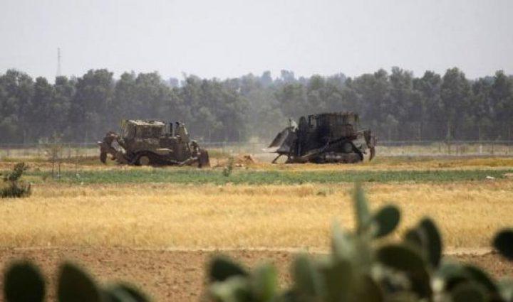 جرافات الاحتلال تتوغل بشكل محدود شرق خانيونس