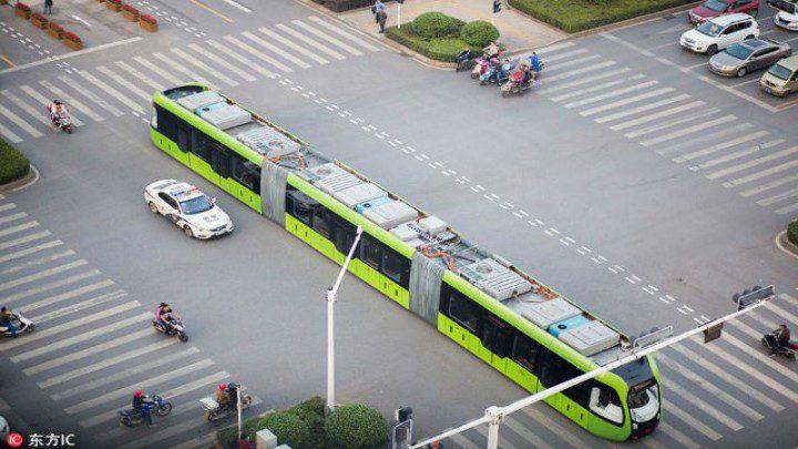 الصين تطلق قطاراً ذكياً يسير على طريق افتراضي !