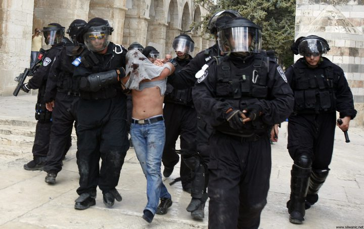 الاحتلال يعتقل (11) مقدسيًّا