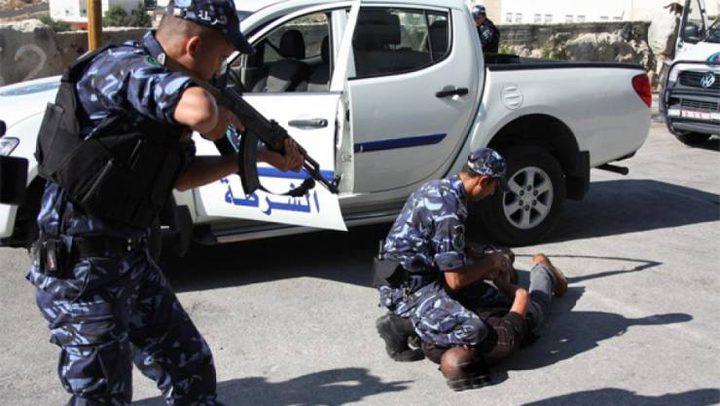 الشرطة  تلقي القبض على فار من وجه العدالة