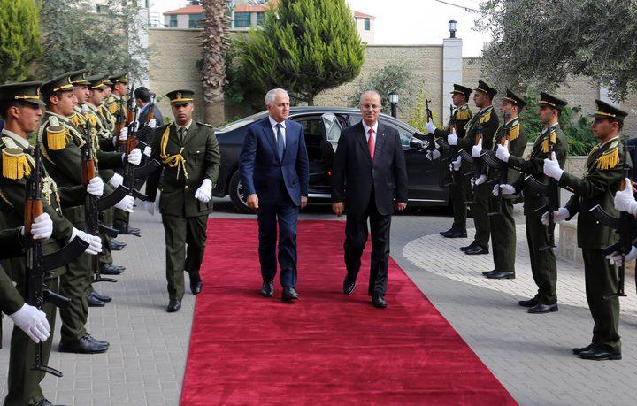 رئيس الوزراء يبحث مع نظيره الاسترالي تعزيز التعاون المشترك