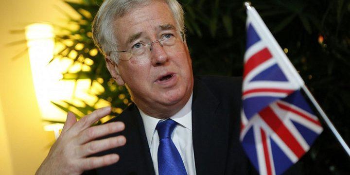 فضيحة التحرش الجنسي تطيح بوزير الدفاع البريطاني
