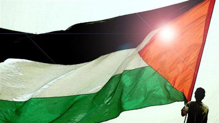 تونس ترفع أكبر علم فلسطيني