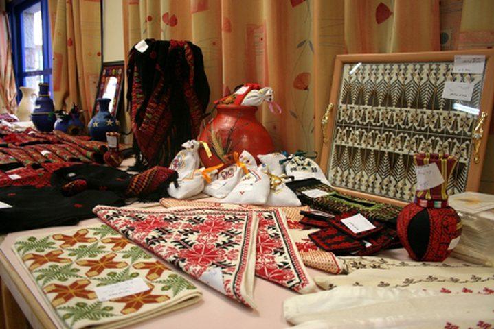 افتتاح معرض للمنتجات النسوية في القطاع