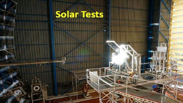 مهندس يطور آلة تنتج الماء والأكسجين على سطح القمر