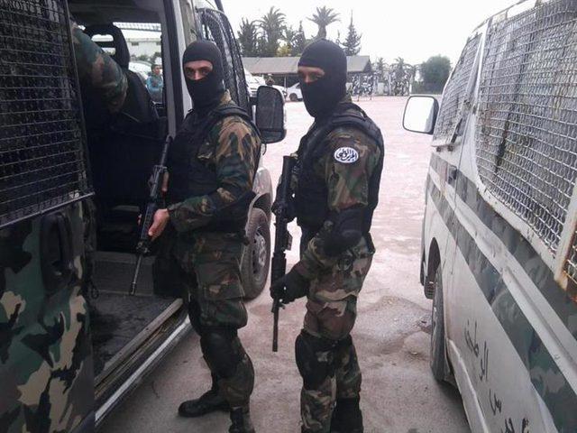 القبض على 13 شخصا يشتبه في انتمائهم لتنظيم إرهابي بتونس