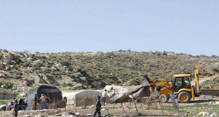 الاحتلال يهدم مبنى سكنيًا في الأغوار