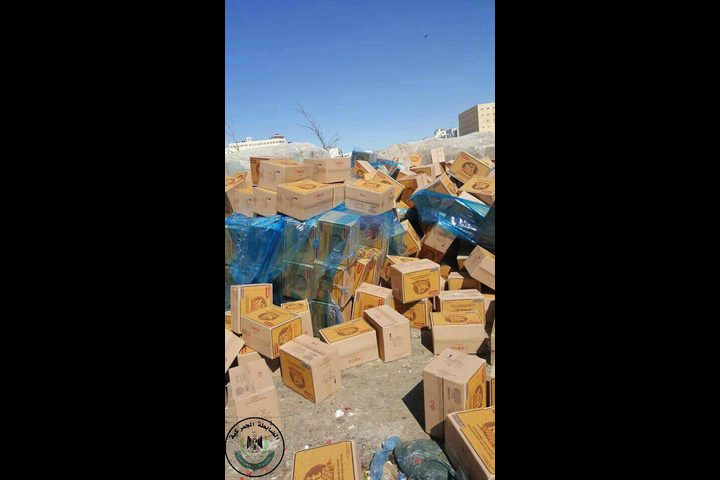 الضابطة الجمركية تتلف (20) طنًا مواد تموينية