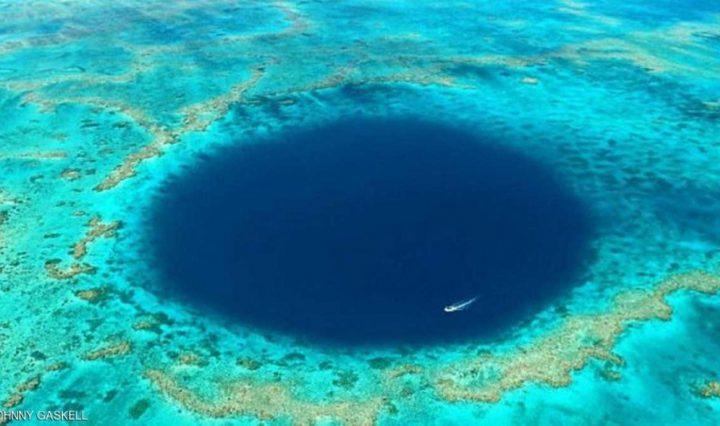 """اكتشاف حفرة """"غامضة"""" في الحاجز المرجاني العظيم"""