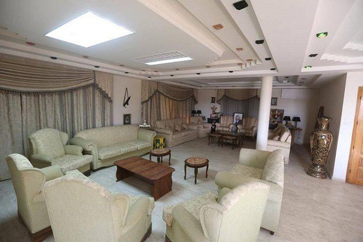 محافظ نابلس يزور منزل الرئيس الراحل أبو عمار