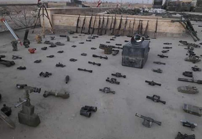 """بالصور ..أسلحة لن تتخيلها تركتها داعش قبل هروبها من """"الميادين"""" السورية"""