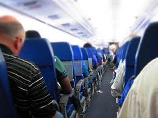كيف يجب أن تتصرف في الطائرة.. 7 قواعد ذهبية