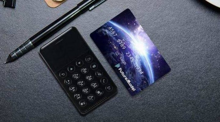 هاتف بحجم بطاقة الائتمان... هذا سعره!