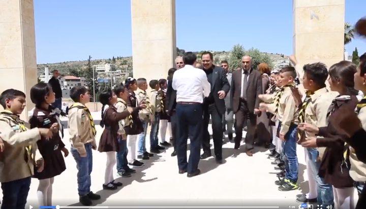 التربية تجدد رفضها لأية خطوات تمس المناهج الفلسطينية (فيديو)