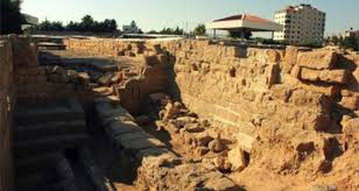عودة أعمال التجريف في موقع تل السكن الأثري