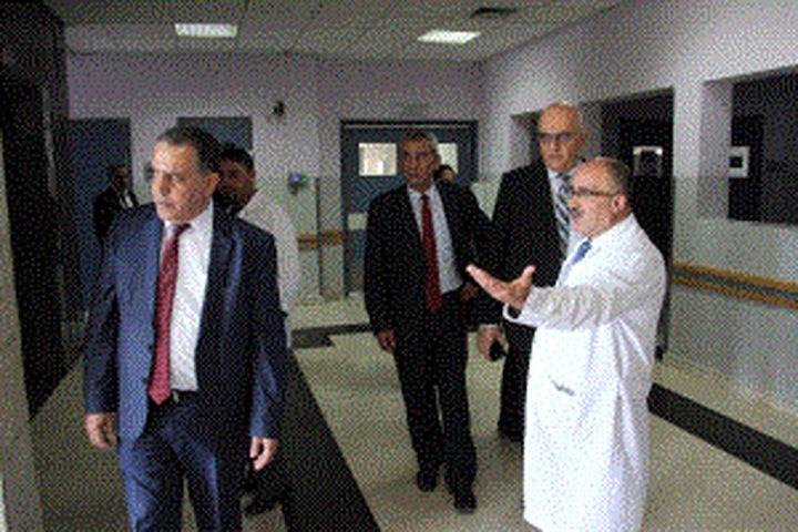 وفد روماني يتفقد مجمع فلسطين الطبي