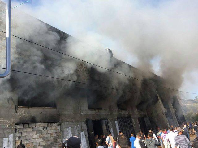 اندلاع حريق كبير في مشغل خياطة (صور)