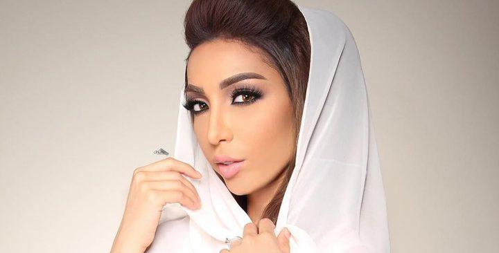 """دنيا بطمة تقاتل للحفاظ على لقب """"سفيرة القفطان المغربي"""" (صور)"""