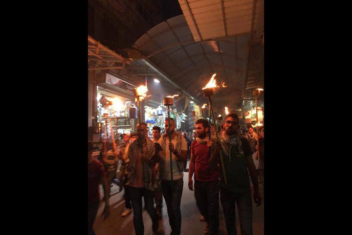 مسيرة مشاعل في نابلس إحياء لذكرى استشهاد أبو عمار