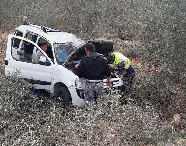إصابة خمسة مواطنين بحادث سير