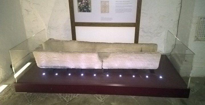 تحطم تابوت يبلغ من العمر 800 عاما بسبب حماقة صغيرة