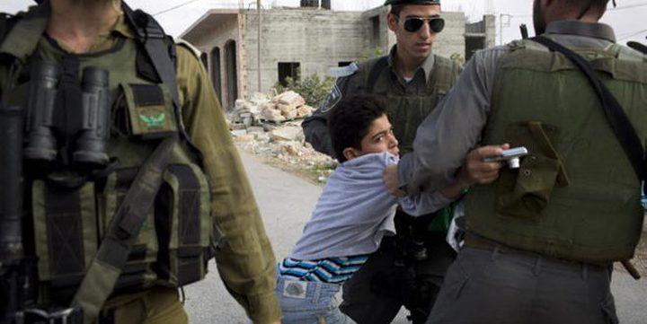 الاحتلال يعتقل طفلاً من مدينة الخليل