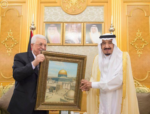خادم الحرمين يستعرض نتائج مباحثاته مع الرئيس عباس