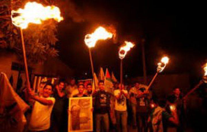 مسيرة مشاعل إحياء لذكرى استشهاد أبو عمار وإعلان الاستقلال في طولكرم