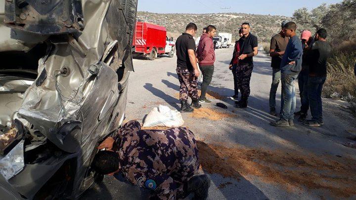 إصابة أربعة مواطنين بحادث انقلاب مركبة