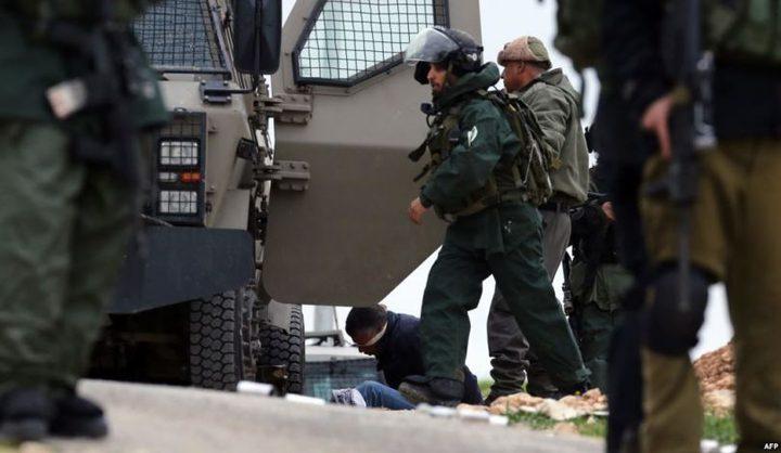الاحتلال يعتقل (18) مواطنًا بمداهمات بالضفة
