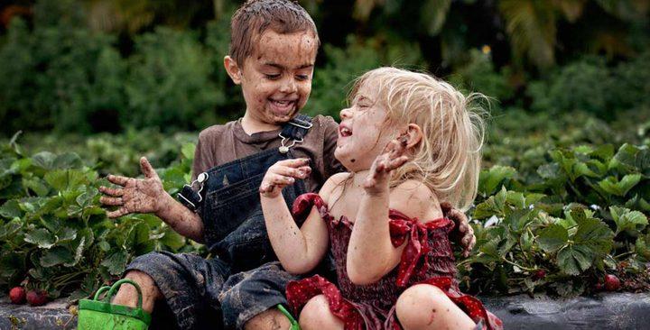 الأطفال بحاجة إلى الأوساخ وبعض الميكروبات!