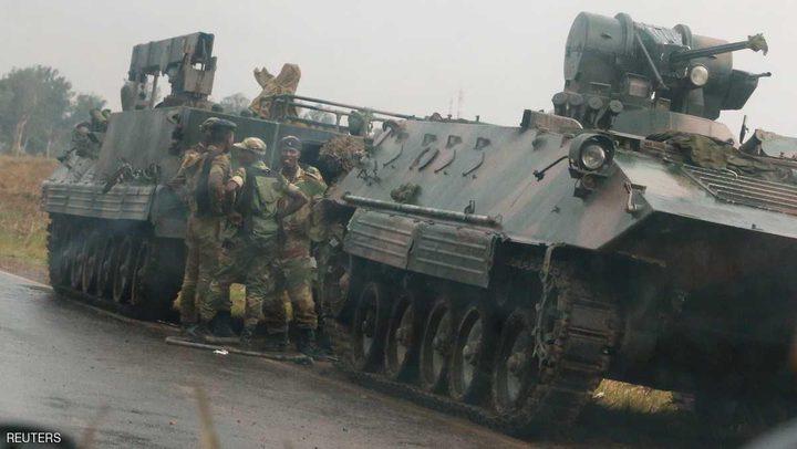 """جيش زيمبابوي يسيطر على السلطة.. وموغابي """"بخير"""""""