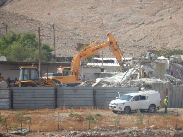إسرائيل تنهش كبد فلسطين بصمت...