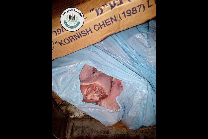 ضبط ثلاثة أطنان من لحم حبش ممنوع من التداول في محافظة الخليل