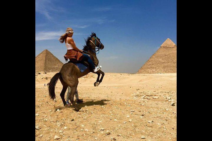 بطلة 'ديسباسيتو' الجميلة تزور مصر
